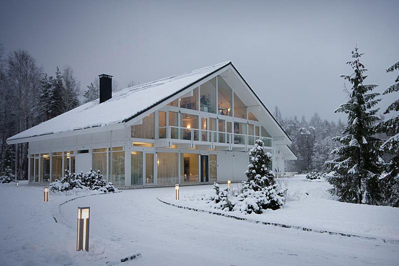 Современная теплоизоляция спасёт от сосулек на крышах